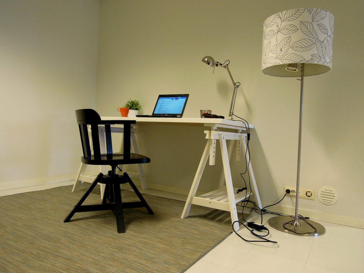 Den rette kontorstol er prikken over i'et på hjemmekontoret